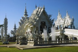 white-temple in Thailand on a budget